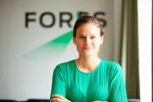Fores satsar mer på ekonomisk politik, anställer Sara Davidsson