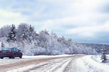 Sne og is på forruden kan give bøder