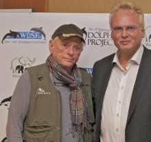 Kritik an dolphin aid-Gala - Delfinschützer Ric O'Barry kündigt Schauspielerin Katy Karrenbauer die Facebook-Freundschaft