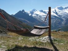 Die Brennnesseln wachsen hören: Outdoor-Wellness in der Schweiz