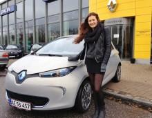 Zoe kører ZOE - Danmarks første med navnet Zoe kører Renaults elbil af samme navn