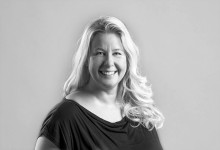 """Angelica Ahlbeck från Trosa är en av författarna bakom """"Skapa ditt drömliv - Hur självsabotörer blir självhjälpare """""""