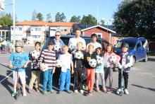 HuFF delar ut 130 bollar i skolorna och Bilmetro blev Bollmetro