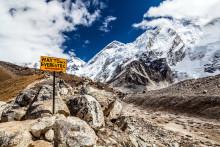 Hårde eftervirkninger af jordskælv tager af - Turisterne er tilbage i Nepal