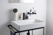 Färger tar plats i badrummen - nyheter hos Sanova i flera olika kulörer.