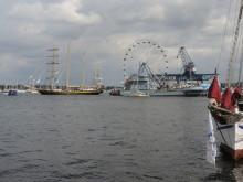 Ausflug zur Hanse Sail nach Rostock: Das Team von EuroLam geht zu Wasser