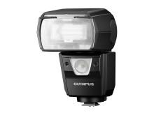 Olympus styrker proffutstyret med en kraftig blitz i et helt tett hus for opptak uansett vær.