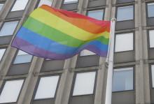 Solna stad hissar regnbågsflaggan under Bergshamra Pride