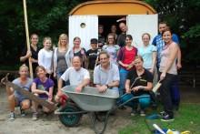 Anpacken und die Welt erleben – in der Ferne wie in Münster: Mitarbeiter des Münsteraner Spezialreiseveranstalters TravelWorks engagieren sich lokal als Volontäre