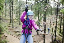 Skolegrupper flommer til klatreparken