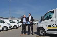 Ford übergibt 50 Transit Custom an die HAKA Küche GmbH