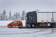 Scania gør avanceret nødbremsning  og Lane Departure Warning til standardudstyr på alle lastbilmodeller