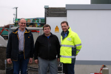 Die Biogasanlage in Großbardorf soll erweitert werden: Das Bayernwerk liefert dazu eine neue Übergabetrafostation an die Agrokraft Großbardorf