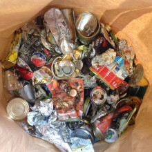 35.000 ton konservburkar, schampoflaskor och reklamblad i galen tunna