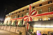 Imorgon tänds rosetten och Clarion Hotel Post förvandlas återigen till en gigantisk julklapp!