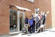 117 års rengøringserfaring samlet i samme lokale for at blive uddannet til professionelle rengøringsassistenter