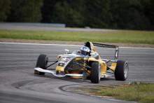 Dramatiskt när Lukas Sundahl tog andra segern i Formel Renault 1,6
