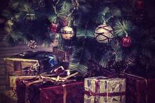 Under granarna på Högberga Gård - samlar in julklappar till behövande barn