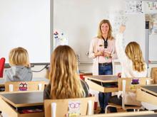 Rösttrötthet hos lärare orsakar hög sjukfrånvaro – en bättre ljudmiljö är lösningen
