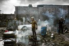Högaktuell engelsk pjäs om människorna bakom ett folkligt uppror