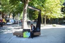 Smarte bænke tilbyder gratis opladning og fri Wi-Fi