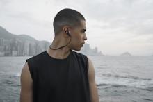 Bang & Olufsen præseterer de nye Beoplay E6: Designet til en aktiv livsstil