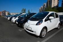 G20-delegaterna åker Mitsubishi i-MiEV under toppmötet i S:t Petersburg