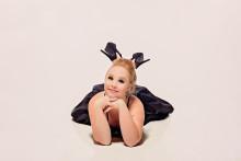 """True Colors"" musikvideo med sångaren Luke Antony och supermodellen Madeline Stuart"