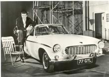 Från Volvo P1800 till C70  - Sir Roger Moore är en nöjd Volvo-kund