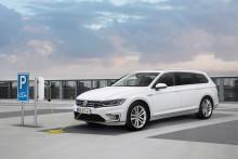 Volkswagens enkät visar: laddhybridförare väljer el framför bensin