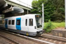 Första nya tunnelbanetåget på plats