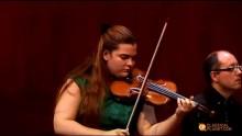 17-riga Ellinor d´Melon spelar Tjajkovskijs violinkonsert med Gävle Symfoniorkester