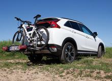 E-Bikes komfortabel transportieren und unterwegs laden: Mitsubishi bietet ideale Lösung für alle Fahrradenthusiasten