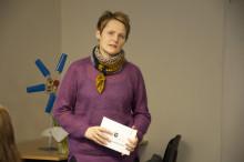 Elever i Väsby visar upp arbete för energiministern