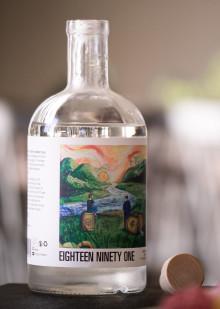 Hernö Gin lagrat på O.P. Andersons fat när Jon Hillgren tolkar den svenska akvavittraditionen.