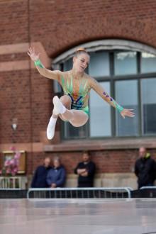 Wilma Jönsson tar guld i debuten på SM i aerobic gymnastics