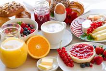 På hotellfrukosten: Var fjärde svensk tycker kaffet är viktigast