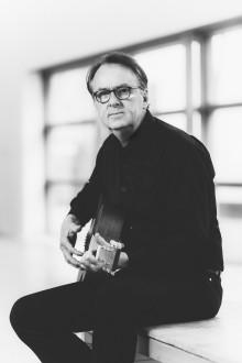 """Singer-songwriter och riksdagsledamot, Roland Utbult berör och släpper nya låten """"Barn av saligheten""""!"""