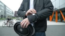 Íme egy ragyogó ötlet: az okosdzseki jelzi a kerékpárosnak, ha kanyarodni kell, a többieknek pedig azt, hogy kanyarodni fog
