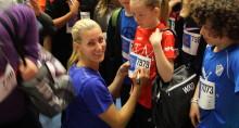 Olympier inspirerar barn i Trosa att nå  100 varv runt jordklotet för en bättre värld