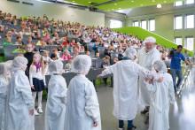 Von Atomen und Superheldinnen: 15 Jahre Kinderuniversität an der TH Wildau