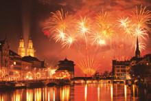 Urige Traditionen und große Feuerwerke – Silvester feiern in der Schweiz