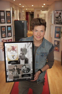 Robin Stjernberg har sålt både trippel platina och guld!