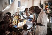 Stenungsundshem ger julgåva till Läkare utan gränser