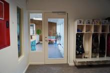 Aalborgs første DGNB-certificerede børnehave vælger bæredygtige trædøre