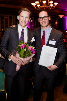 Hugo Larsson och Linus Werner, grundarna av Save-by-Solar Sweden, korade till Årets Unga Entreprenör Öst 2017