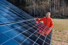 Swedbanks solcellspark i Mälaren förser 11 bankkontor med el