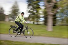 Umeå Energi inspekterar elnät med elcykel