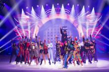 HOLIDAY ON ICE feiert Saisoneröffnung: spektakuläre Cast-Performances und leidenschaftliche Starkür von Sarah Lombardi