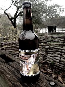 Skål i kraftfuld, historisk herre-øl